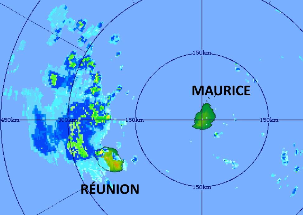 27/18h01. Le radar de TAC/Maurice détecte parfaitement des précipitations orageuses localement de forte intensité(sur les pentes) sur le Nord-Ouest de la RÉUNION. La zone pluvio-orageuse active passe dans sa majorité au Nord de l'île. MMS/Vacoas.