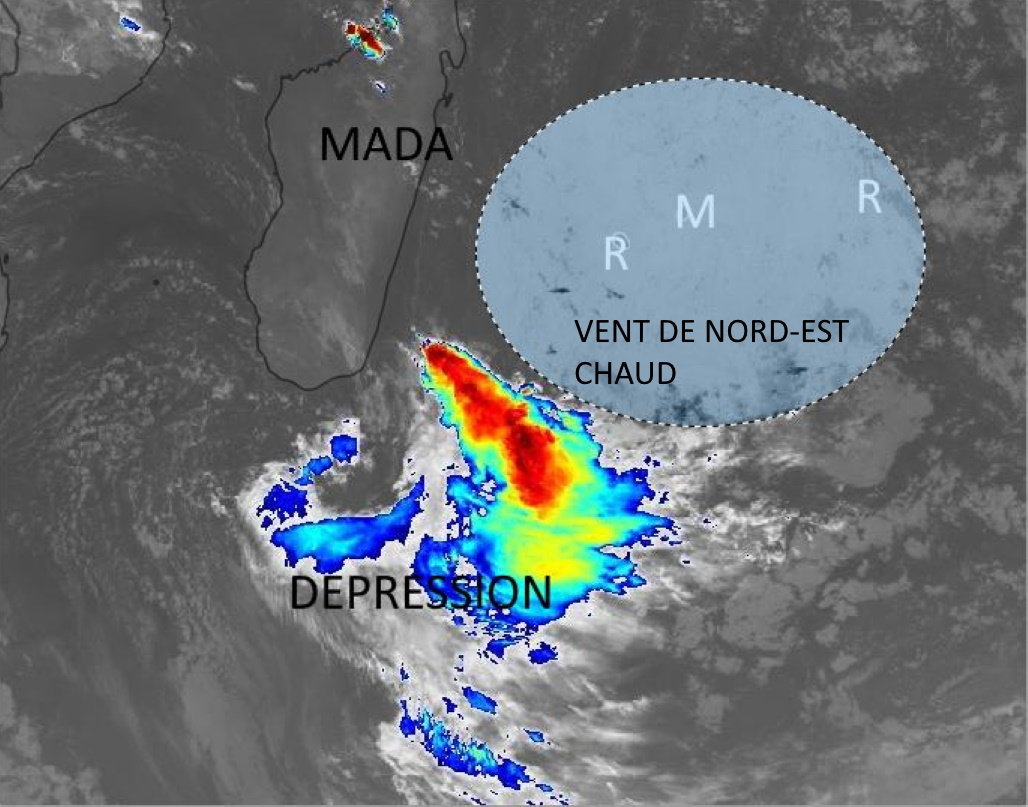 Photo satellite de 05h ce Lundi matin. Les Mascareignes se situent à l'arrière d'une dépression qui évolue au Sud de la pointe Sud de MADA. Un flux de Nord-Est traverse nos îles en direction de la dépression. Cela signifie des températures encore plus chaudes que la normale et une masse d'air peu humide. Mardi après-midi on peut espérer des averses estivales un peu plus nombreuses sur les moitiés Sud-Ouest des ILES SOEURS. Eumetsat. PH.