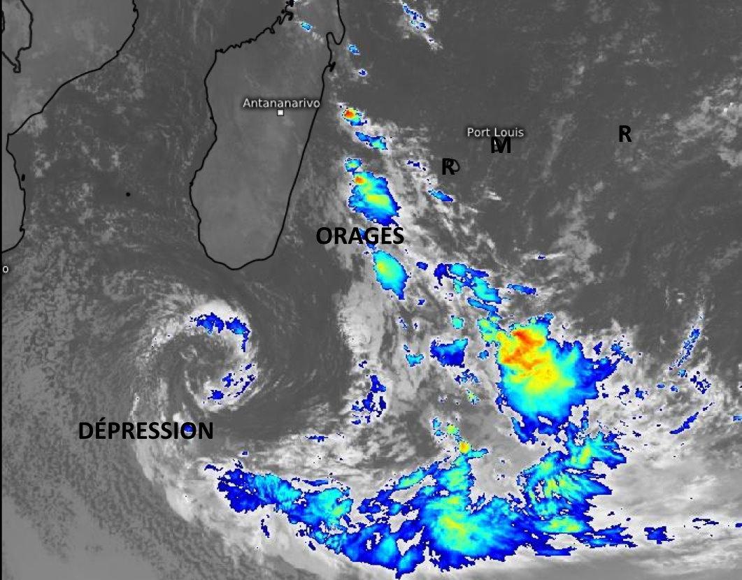 Comme prévu une Dépression extra-tropicale( à coeur froid par opposition aux systèmes tropicaux à coeur chaud) s'est formée et se creuse au Sud de MADA. Elle se prolonge par une ligne de convergence active(grains et orages) qui se situe entre MADA et la RÉUNION. Pour le moment les ILES SOEURS sont bien à l'écart du temps perturbé. WUS.
