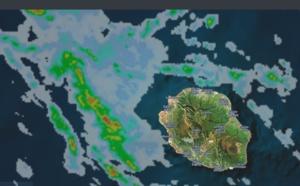 23h45: Réunion: averses orageuses en approche par le nord ouest