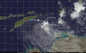 Timor Sea:  35knots Cyclone LILI(26S) should be weakening due to dry air in the atmosphere and land interaction with East Timor