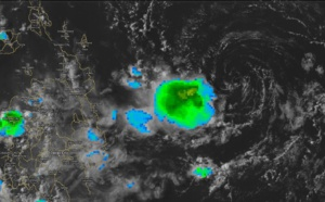 (4PM) Philippines: remnants of INVEST 90W to the east of Mindanao ( satellite animations )