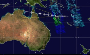 Coral Sea: Cyclone ANN(27P) has probably peaked ( 130km/h gusts) , landfall forecast over Cape York shortly before 48hours