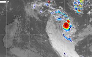 """La zone perturbée """"01/96S"""" à 1600km au Nord-est de la Réunion pourrait s'intensifier un peu selon le CMRS"""