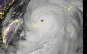 Ouragan/Typhon: l'oeil du Super Typhon LEKIMA entre les îles Ishigaki et Miyakojima, James Reynolds est sur place (VIDEO)