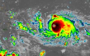 """[VIDEO] L'ouragan""""DORIAN"""" cyclone intense avec rafales à 270km/h se rapproche lentement de la Floride...mais..."""