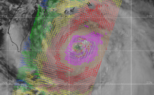 Lingling: category 3 forecast within 36h. 14W: category 1 forecast near 72h