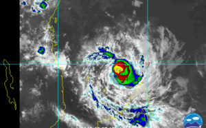 TC 02S(BELNA) cat 3 and intensifying. Invest 92B: TCFA.  TC 03S(AMBALI) & INVEST 94P: updates