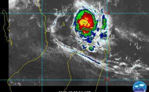TC 02S(BELNA) back to Category 2 but expected to intensify, bearing down on Madagascar