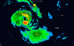 04P( Sarai) now a CAT 1 US, tracking apprx 190km South of Suva/Fiji