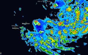 05S(CALVINIA) forecast to peak near 50knots South-East of Mauritius