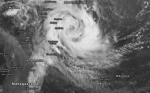 TC 22S(HEROLD): CAT 1 US and intensifying and TC 23P(GRETEL): updates at 15/09UTC