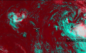 La circulation résiduelle de DANILO(08S) est au Nord de Rodrigues et se rapproche des Iles Soeurs. Des cellules pluvio-orageuses s'activent à nouveau dans le Sud et le Sud-Est de la circulation dans le voisinage de Rodrigues.