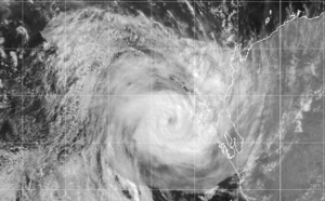 26S(SEROJA): US/CAT 1(65knots) is rapidly approaching Geraldton area,28P short-lived, Invests 94W, 91S and 93S under watch, 11/03utc update