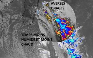 ILES SOEURS: le front pluvio-orageux fait un passage remarqué sur la RÉUNION puis aborde MAURICE la nuit prochaine, mise à jour 17/12h