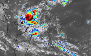TY 02W(SURIGAE) remains powerful,CAT4 with a large 120km eye//Invest 95S is now TC 29S(JOBO), rapidly intensifying North of Madagascar, 21/03utc update