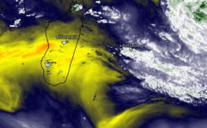 ILES SOEURS: le temps devient progressivement moins humide par l'Ouest de la zone de RÉUNION/MAURICE