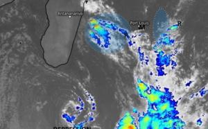 Photo satellite de 5h30 ce Mercredi. L'instabilité associée à la Dépression au Sud de MADA augmente sur la zone. Une activité pluvio-orageuse se rapproche de la RÉUNION par l'Ouest  alors qu'une ligne d'instabilité a intéressé RODRIGUES et se rapproche de MAURICE. WUS.