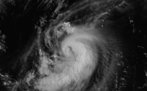 WNP: 06W(CHAMPI): Cat 1 Typhoon, failed to intensify further, environment will become unfavourable after 12hours, 26/03utc update